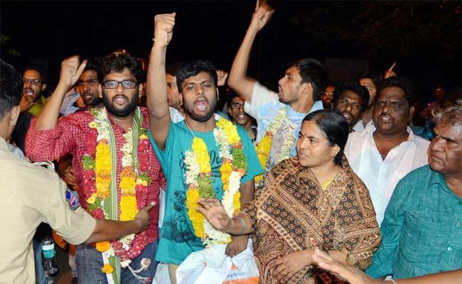 हमें पीटा गया, छह अलग-अलग पुलिस स्टेशनों में शिफ्ट किया गया : हैदराबाद यूनिवर्सिटी के स्टूडेंट्स