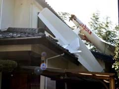 Glider Crashes Into Houses Near Tokyo, Kills 2 On Board