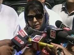 Mehbooba Mufti Visits Father's Grave Before Crucial PDP Meeting