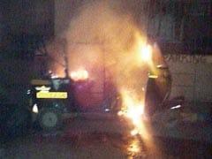 Mumbai: Miscreants Shouting MNS Slogans Burn Auto In Andheri
