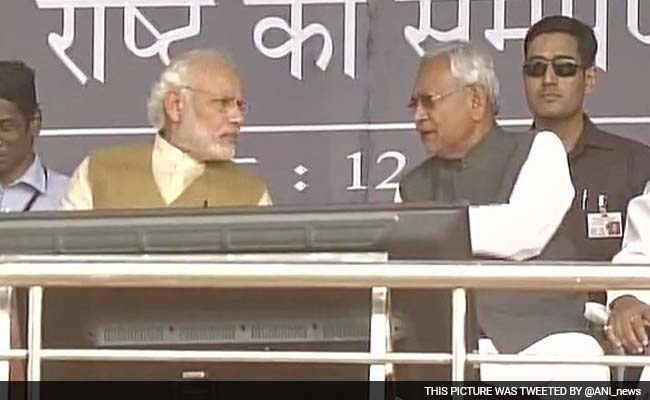 बिहार चुनावों में बिजली को लेकर कोसने वाले पीएम मोदी ने बिजली के लिए ही नीतीश को दी बधाई