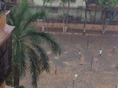 Mumbai Receives Unseasonal Rains, Mercury Dips