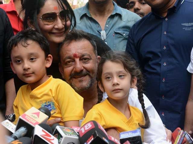 Sanjay Dutt's Book Salaakhen Will Have 500 Sher He Wrote in