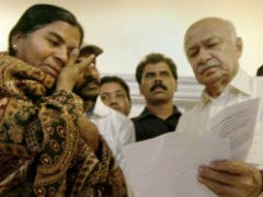 Sushil Kumar Shinde Meets Hyderabad University Students In Jail