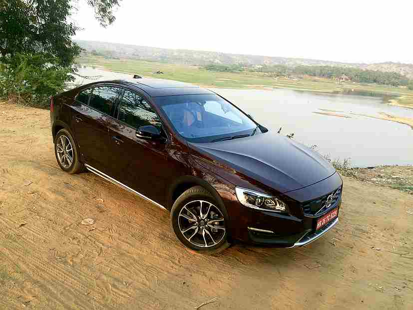 volvo s60 cross country launched in india priced at rs 38 9 lakh ndtv carandbike. Black Bedroom Furniture Sets. Home Design Ideas