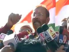 Chariot, Flowers For Gujarat 'Encounter Cop' DG Vanzara's Ghar Wapasi