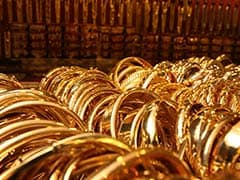 Gold Rises in Choppy Trading as Shares Climb, Oil Dips