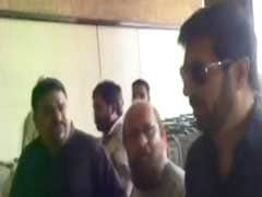Kabir Khan, Director Of Bajrangi Bhaijaan, Heckled At Karachi Airport