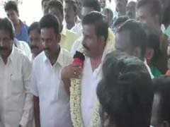 Angry Rajinikanth Fans Snub Vijayakanth, Support DMK Candidate