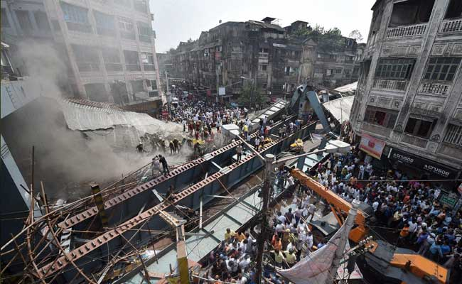 फ्लाईओवर हादसा : 25 लोगों की मौत, बचावकार्य जारी | भगवान की मर्जी थी : कंपनी