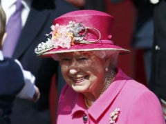 Buckingham Palace Offers 30,000-Pounds-A-Year To Run Queen's Twitter