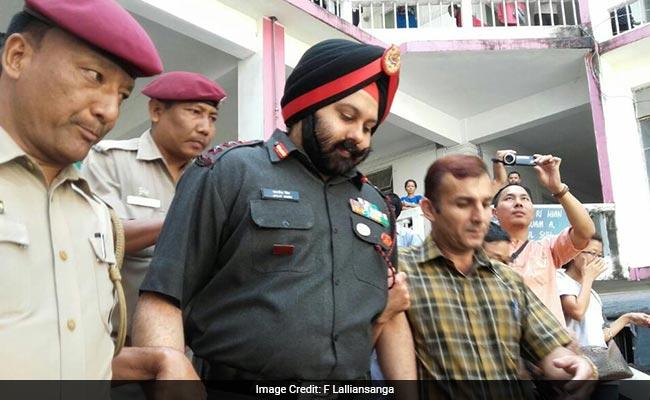 तस्करी के सोने की कथित चोरी के आरोप में आर्मी अफसर और 8 जवान गिरफ्तार