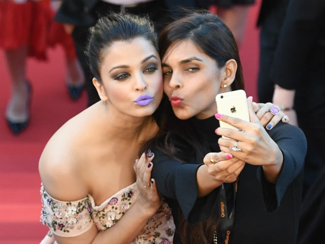 Blog: Purple Reign? Not Quite. Aishwaryas Lips Were a Fashion Fail - NDTV Movies