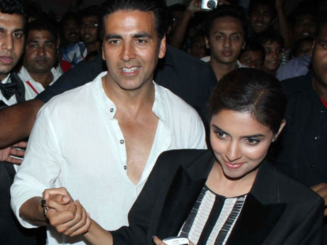 Literally Housefull. When Akshay and Gang 'Gatecrashed' Asin's Home
