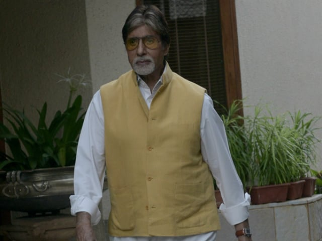 In Amitabh Bachchan's Old Pic, a Special Moment With This Actress