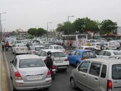 Heavy Traffic In Ashram After Gantry Crane Dislocates