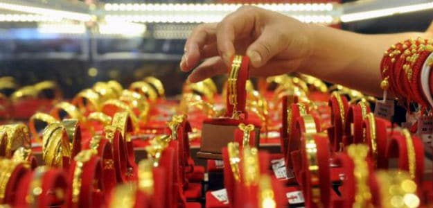 Gold Crawls Higher As Dollar Eases; Fed Rate Hike In Focus – NDTV Profit