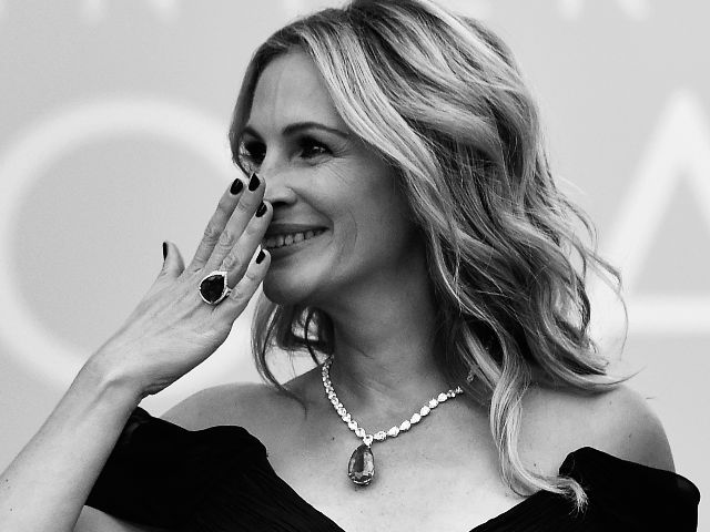 Cannes 2016: Everybody Loved Julia Roberts' Barefoot Walk