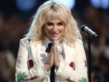 Kesha Gets Standing Ovation For Billboard Music Awards Performance