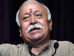 Mohan Bhagwat Breaks Bread With Sanitary Workers At Kumbh Mela