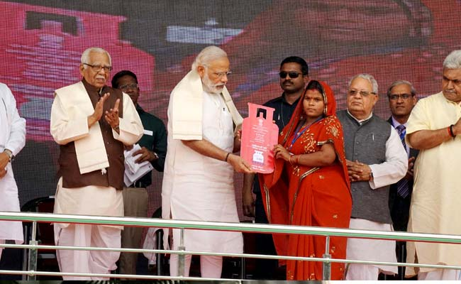 At Free Cooking Gas Scheme Launch, PM Modi Says He Is 'Shramik No 1'