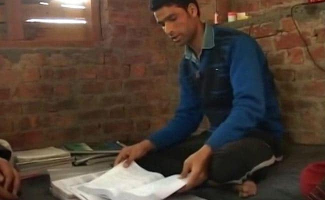 With Help, This 19-Year-Old Could Be The First IITian From Kashmir's Shagund