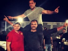 Salman Khan Gets Someone Else to do the Heavy Lifting at Sultan Party
