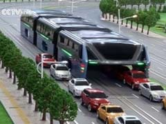 China's Elevated Bus May Just Be the Niftiest Solution to Traffic Jams