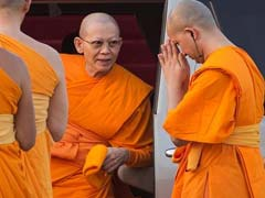 Meditating Devotees Shield Scandal-Hit Abbot From Thai Police