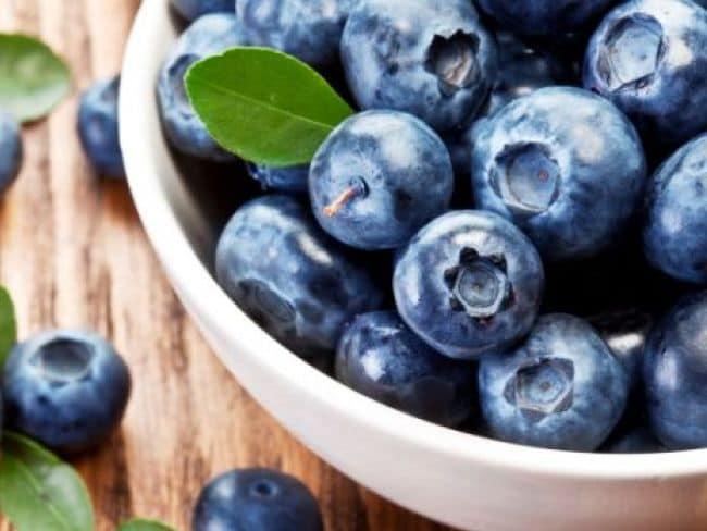 अगर बढ़ती उम्र को रोकना चाहते हैं, तो खाएं ब्लूबेरी