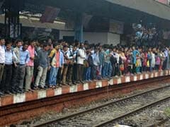 Mumbai Commuters Continue To Suffer As Central Railway Services Are Disrupted Again