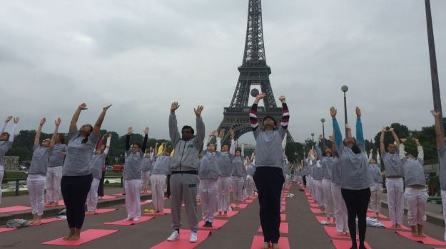 International Yoga Day: Yoga Festival at Eiffel Tower Perks Up Paris