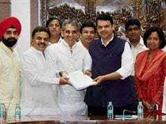 Sanjay Nirupam Meets CM, Gives Clinching Evidence Against Ravindra Waikar