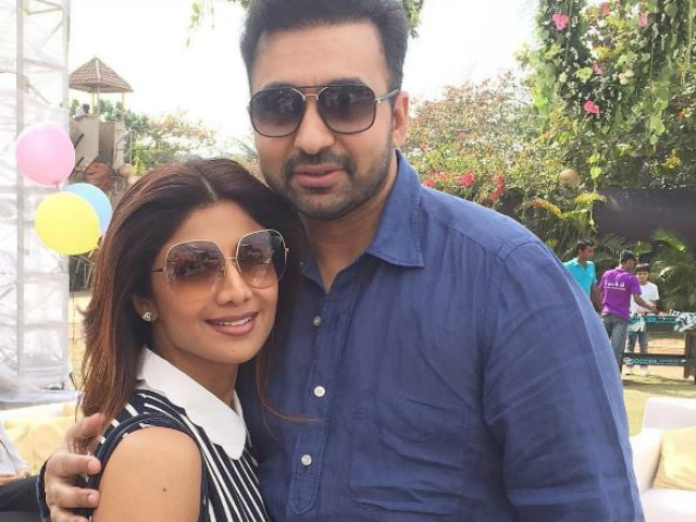 shilpa shetty with raj kundra enjoy holiday के लिए चित्र परिणाम