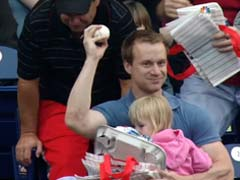 Baseball Fan's Brilliant One-Handed Catch While Holding Daughter is Viral