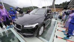 Volvo XC90 Crosses Bridge Made of Glass in China