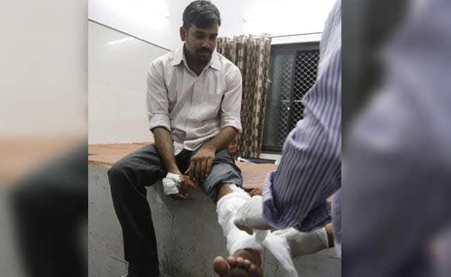 भोपाल पुलिस का बर्बर चेहरा : पत्रकारों को सिमी का आतंकवादी बताकर की पिटाई
