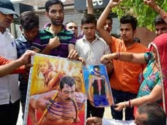 Animal Activists Protest Against Salman Khan's Acquittal