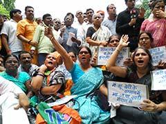 यूपी की सियासत में BJP और BSP के बीच शह-मात का खेल जारी, बीजेपी का विरोध प्रदर्शन