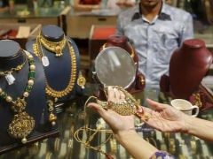 Gold Tops Rs 31,000 On Global Cues, Wedding Demand