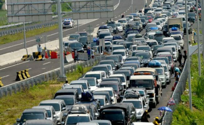 traffic jam 3 essay 2017-11-22 traffic & transport research or other related departments cannot fully predict under which conditions a traffic jam may occur traffic congestion occurs in time & space don worry, there are many companies who provides an effective solution for traffic congestion.