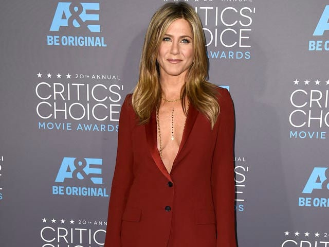 Jennifer aniston focus on breasts 8