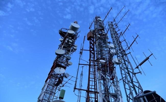 मोबाइल टावरों के रेडिएशन पर सुप्रीम कोर्ट सख्त, केंद्र से मांगा जवाब
