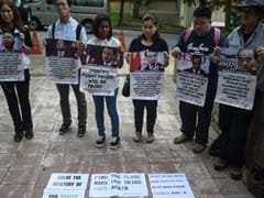 2 Dozen Chinese Relatives Of MH370 Passengers Stage Protest