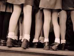 स्कूल में निकर पहनकर आए लड़कों को मिली सज़ा, विरोध में पहना स्कर्ट!