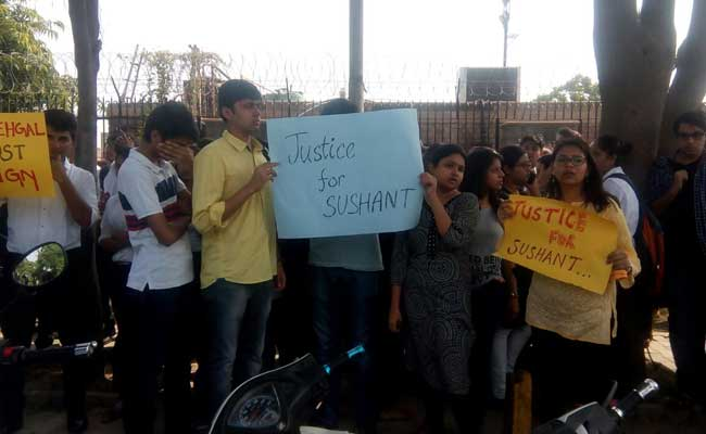 Students Continue Protest At Amity Law School, Demand #JusticeForSushant