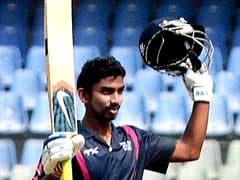 धोनी की टीम के बाबा अपराजित का चौके-छक्कों से भरपूर T20 शतक, जानें इस खिलाड़ी को