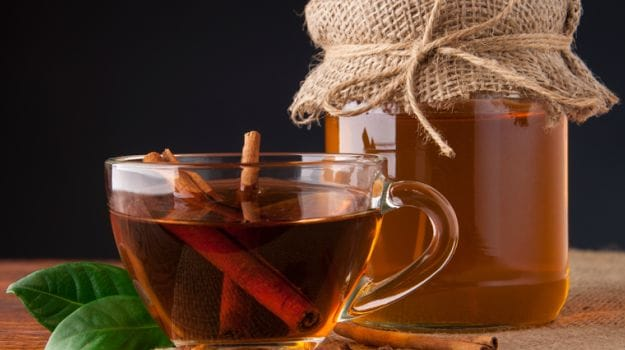 6 Amazing Benefits of Honey and Cinnamon