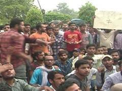 स्वतंत्रता दिवस से पहले जामिया के हॉस्टलों में पुलिस की जांच पड़ताल, छात्रों ने विरोध में किया धरना प्रदर्शन