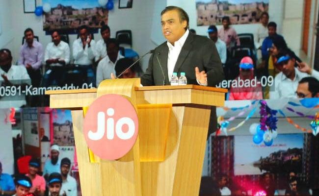 रिलायंस जियो (Reliance Jio) का एक और धमाका : पेश कर सकती है VoLTE फीचर फोन, कीमत 1500 रु से कम...
